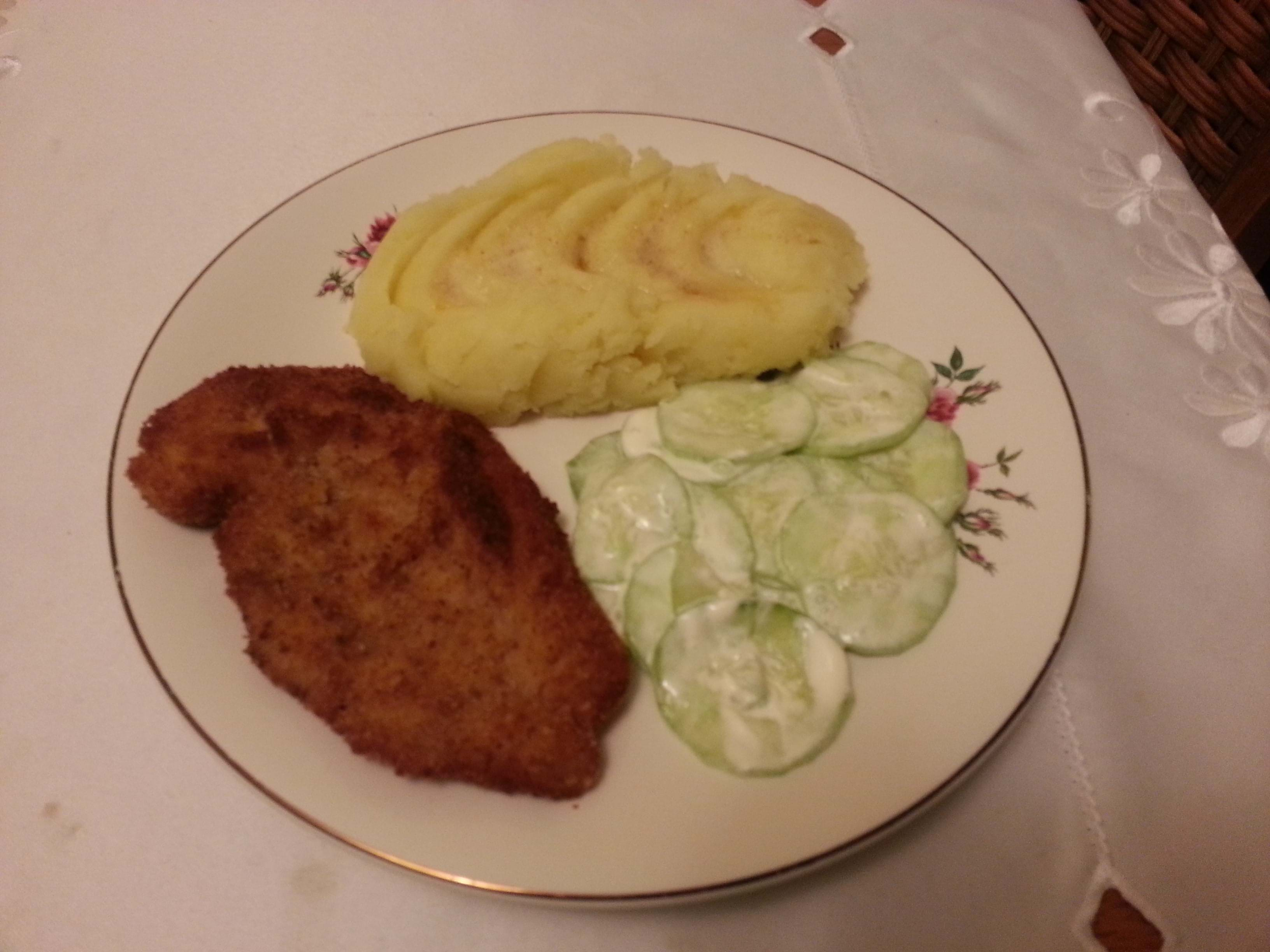 Breaded Chicken breast with Mash potatoes and fresh Cucumber with Sour Cream