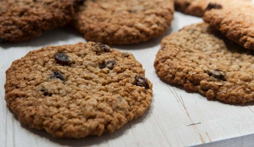 Raisin and oatmeal cookies